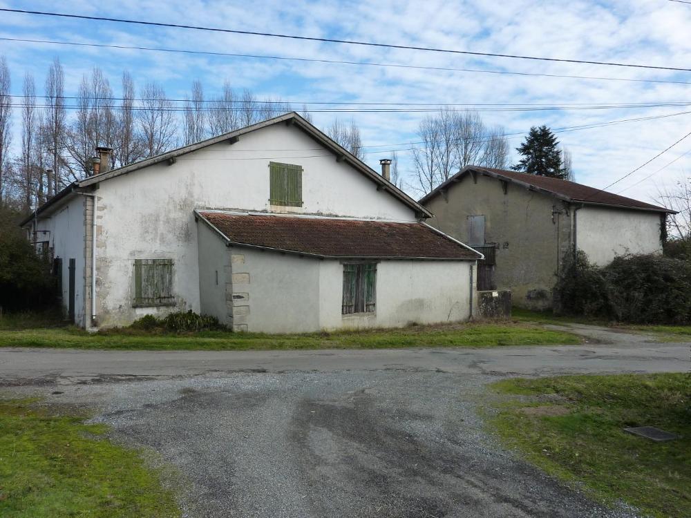 A RENOVER Maison de 254 m² au sol sur près de 3 ha de terrain