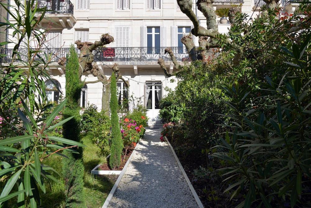 Appartement de prestige avec jardin, 50 mètres de la plage